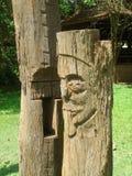 Alte hölzerne Carvings der stehende Mann 9 Stockfotografie