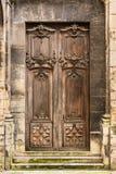 Alte hölzerne Einstiegstür zur Basilika von St Denis Sai Lizenzfreie Stockbilder