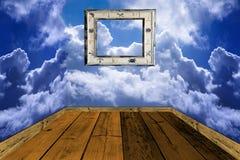 Alte hölzerne Fußböden und Wände hergestellt mit Wolken Lizenzfreies Stockfoto