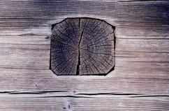 Alte hölzerne Hauswand hergestellt von den Protokollen und von den Planken. Lizenzfreies Stockbild