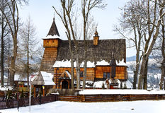 Alte hölzerne Kirche in Debno, Polen, im Winter Lizenzfreies Stockfoto