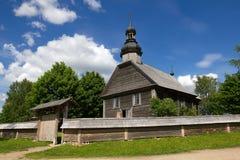 Alte hölzerne Kirche nahe Minsk, Weißrussland. Stockfotografie