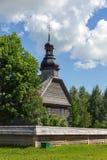 Alte hölzerne Kirche nahe Minsk, Weißrussland. Lizenzfreies Stockbild