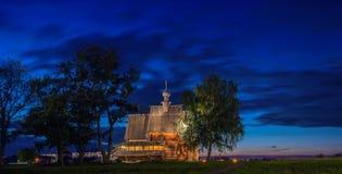 Alte hölzerne Kirche in Suzdal nachts lizenzfreies stockfoto