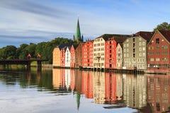 Alte hölzerne Lagerhäuser in Trondheim Lizenzfreies Stockfoto