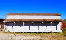 Alte hölzerne Landbahnstation in Maine, antike Architektur Lizenzfreie Stockbilder