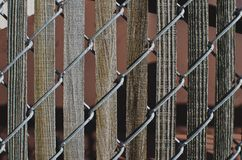 Alte hölzerne Latten im Zaun lizenzfreie stockfotografie