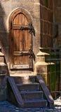 Alte hölzerne mittelalterliche Tür. Lizenzfreies Stockbild