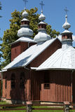 Alte hölzerne orthodoxe Kirche in Bartne Stockfoto