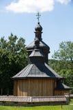 Alte hölzerne orthodoxe Kirche in Bartne Stockbild