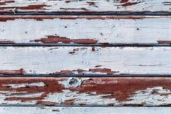 Alte hölzerne Planken knackten durch einen rustikalen Hintergrund Lizenzfreies Stockbild