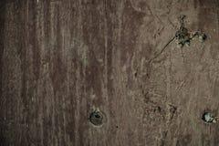 Alte hölzerne Planken knackten durch einen rustikalen Hintergrund Lizenzfreie Stockfotografie