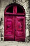 Alte hölzerne rote Tür Lizenzfreies Stockbild