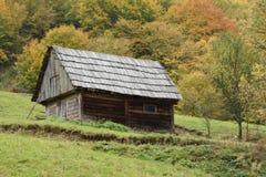 Alte hölzerne Scheune in Maramures, Rumänien Stockfoto