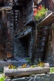 Alte hölzerne Scheunen und Hallen, die Schweiz Stockbild