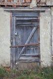 Alte hölzerne Tür lizenzfreies stockfoto