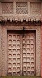 Alte hölzerne Türen mit Beschaffenheiten lizenzfreie stockfotografie