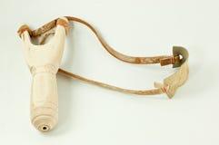 Alte hölzerne Tamarinde der Riemenwaffe auf Weiß Stockfotografie