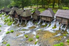 Alte hölzerne Wassermühlen, Jajce (Bosnien und Herzegowina) Lizenzfreie Stockfotos