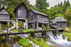 Alte hölzerne Wassermühlen, Jajce (Bosnien und Herzegowina) Lizenzfreies Stockbild