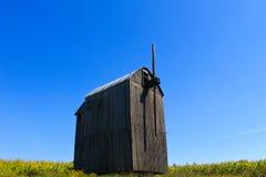 Alte hölzerne Windmühle Stockfotos