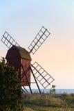 Alte hölzerne Windmühle, Schweden Lizenzfreie Stockfotos
