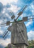 Alte hölzerne Windmühle, Ukraine Lizenzfreies Stockfoto