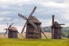 Alte hölzerne Windmühlen Stockfoto