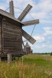 Alte hölzerne Windmühlen, Kiji stockbilder