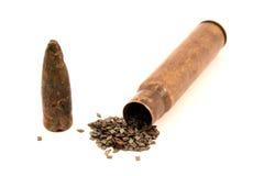 Alte Hülse, Schießpulver und Gewehrkugel Lizenzfreie Stockbilder