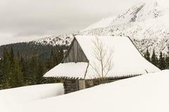 Alte Hütte im Winter im Gasienicowa-Tal Tatra Berge PO Stockfotos