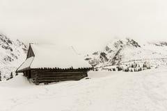 Alte Hütte im Winter im Gasienicowa-Tal Tatra Berge PO Stockfotografie