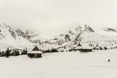Alte Hütten im Winter im Gasienicowa-Tal Tatra Berge P Stockfotografie