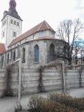 Alte Häuser auf den alten Stadtstraßen tallinn Estland lizenzfreie stockfotos