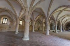 Alte Halle mit historischem Architektur Alcobaca-Kloster Lizenzfreies Stockbild