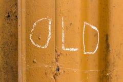 Alte Handschrift mit Kreide auf orange Metallhintergrund Lizenzfreies Stockbild
