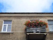 Alte Hauptwand, Fenster und Balkon Stockfotografie