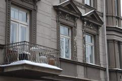 Alte Hausfassade des alten Vilnius stockfotografie