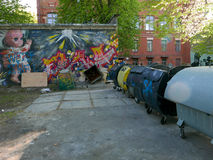 Alte Hausgarage der Graffitiarchitektur Stockbild