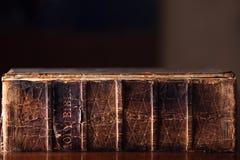 Alte heilige Bibel stockfoto
