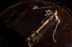 Alte heilige Bibel geschlossen Stockfotos