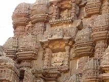 Alte hindische Skulpturen an Gondeshwar-Tempel Stockfotografie