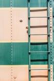 Alte Hintergrundbeschaffenheit der Creme und des Metalls des Grüns Stockbild