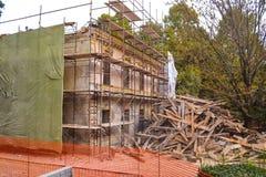 Alte historische Gebäudeerneuerung lizenzfreies stockbild