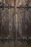Alte historische hölzerne verzierte Türen, Hintergrund Lizenzfreie Stockbilder