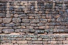 Alte historische Laterite-Wand, Hintergrund-Beschaffenheit Stockfotografie