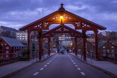 Alte Holzbrücke - Gamle Bybro in Trondheim Stockbilder