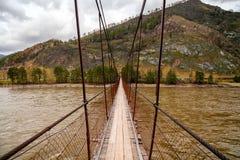Alte Holzbrücke herüber Stockfoto