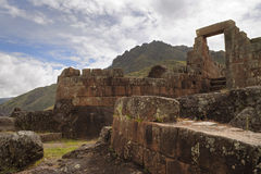 Alte Inkaruine Intihuatana, Tempel der Sonne am heiligen Tal, Pisac, Peru lizenzfreies stockbild