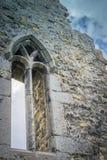 Alte irische Steinkirche stockfoto